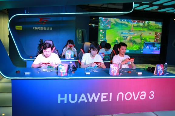 华为nova4联手eStarPro战队,游戏实力派体验再升级